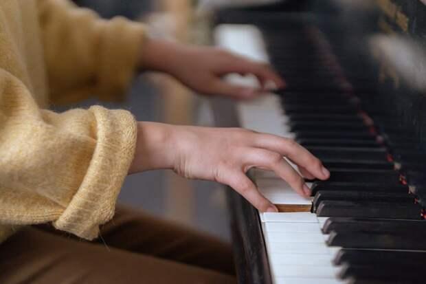 Учитель музыки заявила вполицию народителей, чей сын неспел «Катюшу»