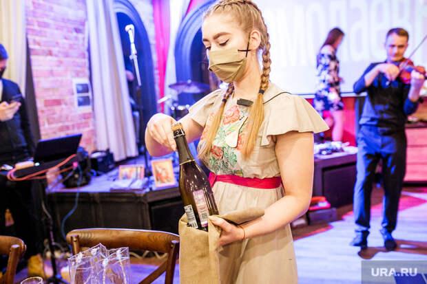 Российские рестораторы иотельеры экстренно ищут сотрудников. Платить готовы до100 тысяч