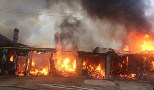 Два деревянных дома вспыхнули вБерезовском