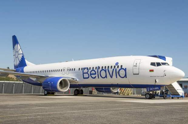 «Белавиа» с сожалением сообщает, что вынуждена сейчас отменять десятки рейсов в пик сезон