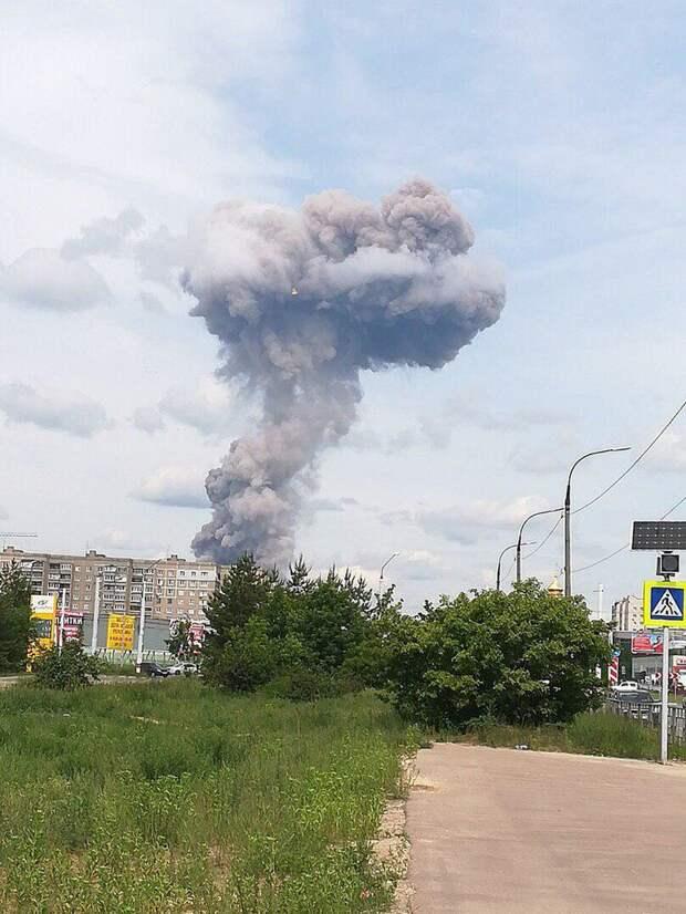 19 человек пострадали во время взрыва на оборонном заводе в Дзержинске