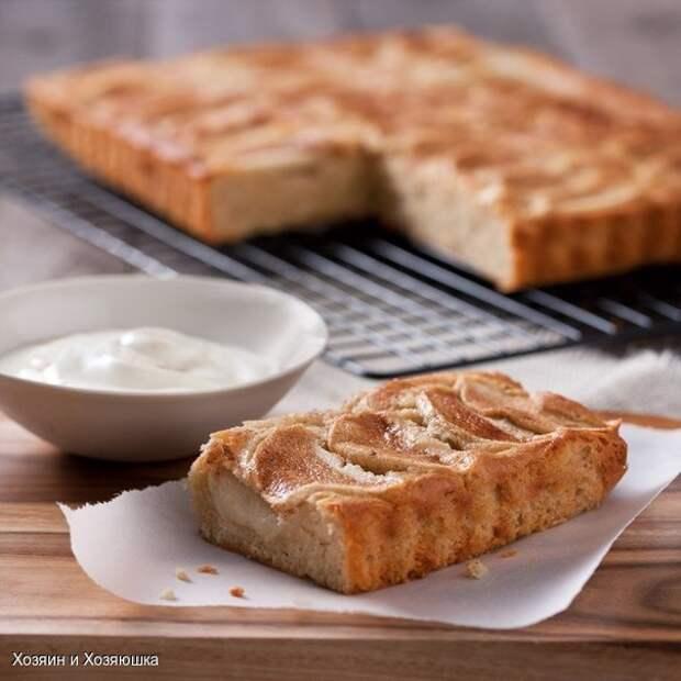 Легкий яблочный пирог с йогуртом