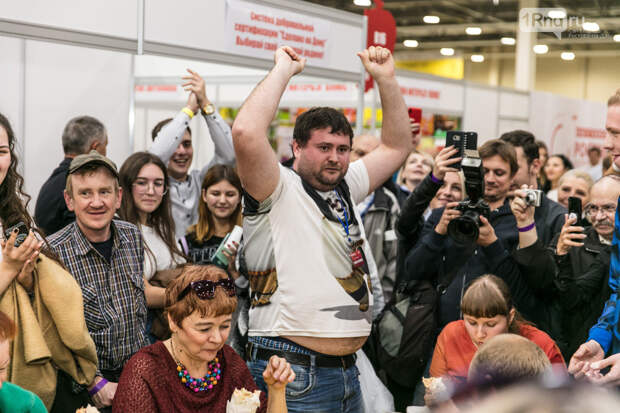 Ростовчанин съел шаурму за 2 минуты и поставил рекорд