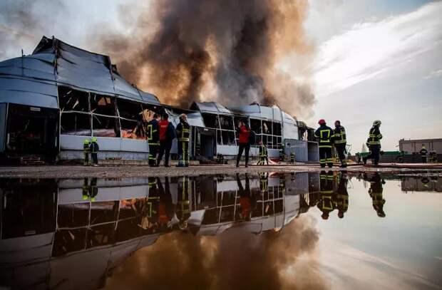 Пожар на столичном складе красок в фотографиях