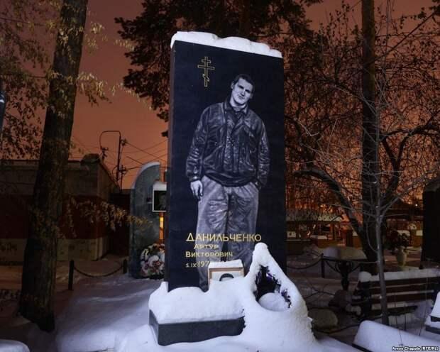 Роскошные надгробия бандитского кладбища под Екатеринбургом