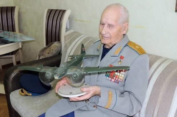 Сто лет лётчика Жугана. Герой Советского Союза отмечает вековой ...