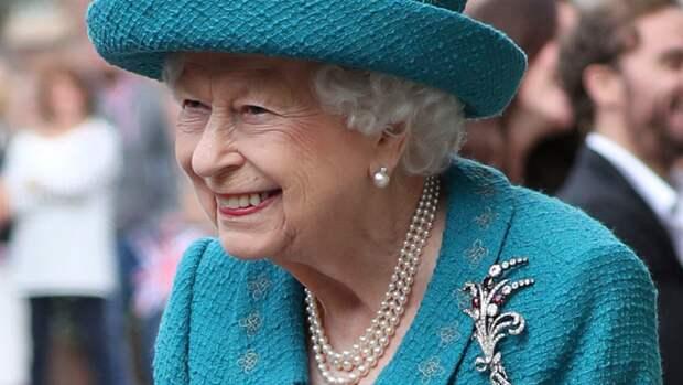 Отказавшаяся принять премию «Старушка года» Елизавета II отменила поездку из-за врачей