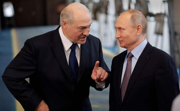 Тонкий намёк: Лукашенко подарили карту белорусских губерний в составе Российской империи