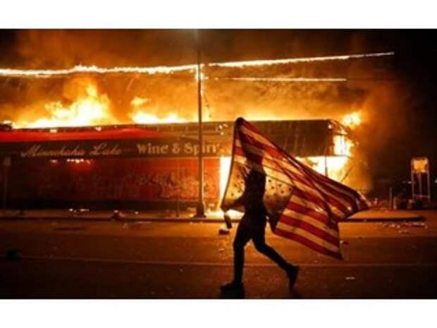 Бунт в США превратился в войну банд и ликвидацию сторонников Трампа