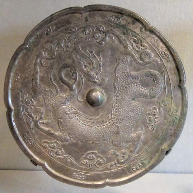 В Китае метод изготовления бронзового сплава известен примерно с 2000 года до нашей эры.