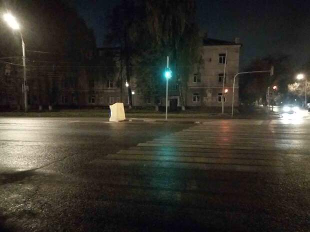 Водитель в Ижевске скрылся после аварии с девушкой-пешеходом