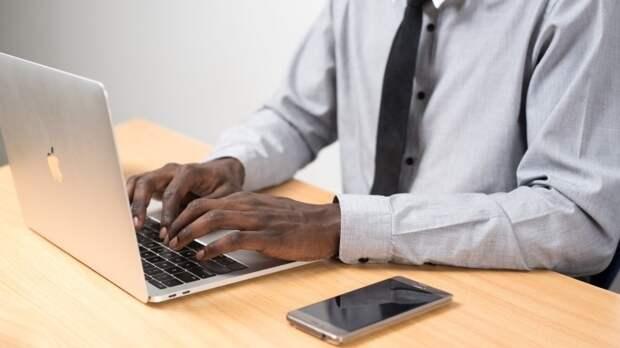 Учитель информатики украл смартфон у пятиклассницы в Чите