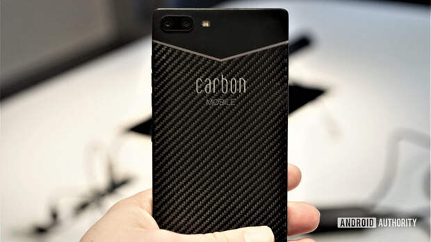 Carbon 1 Mark II — первый в мире смартфон из углепластика. Он весит всего 125 г