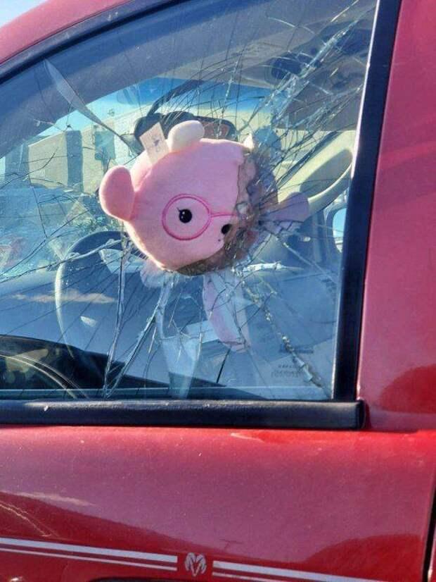 Разбитое стекло в автомобиле