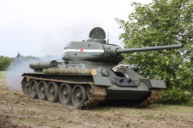 Советские танки Т-34 наводят страх на врагов повстанцев в Йемене