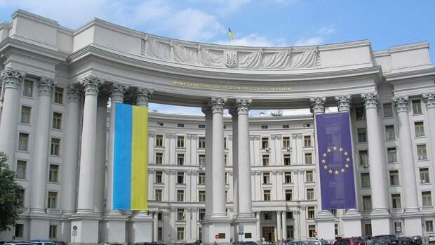 Украинский МИД направил в посольство России ноту о высылке дипломата Черникова