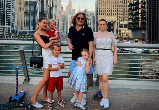 Юлия Проскурякова поделилась фотографиями с прогулки в ОАЭ