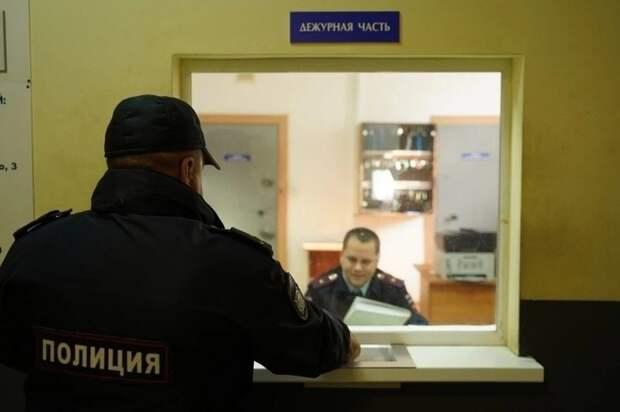 В Крыму пенсионера ударили ногой в голову, чтобы забрать старый телефон