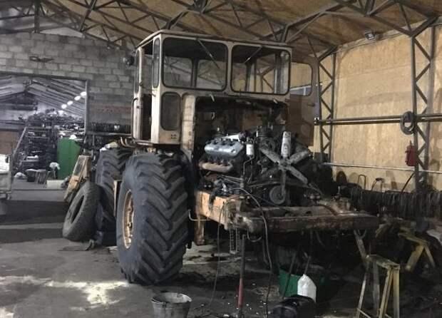 Мужчина приложил усилия и восстановил старый «Кировец»