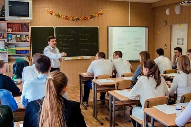 Число работающих на двух ставках учителей в России выросло в два раза