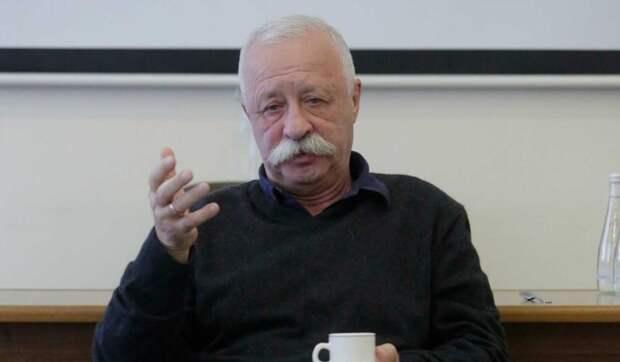 Разъяренная фанатка напала на Якубовича: Наклонилась и задрала юбку на голову