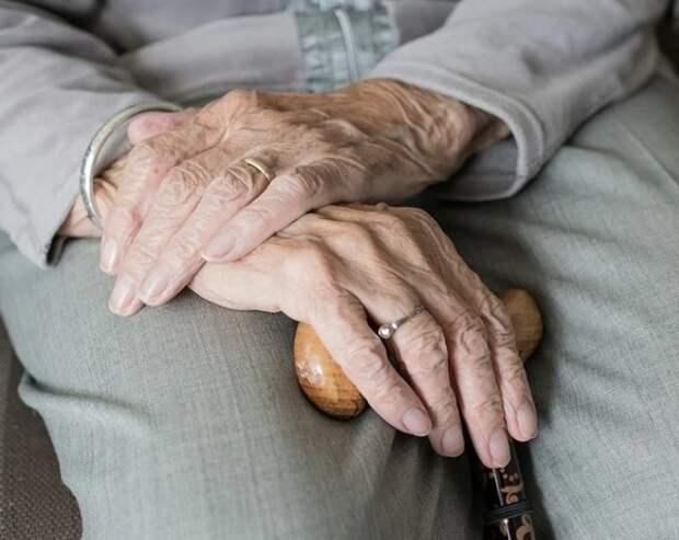 Минтруд предложил закрыть на карантин все дома престарелых