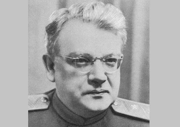 За что Хрущёв лишил звания контрразведчика, который спас Сталина