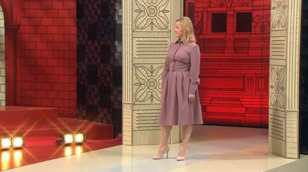 Чтобы в 40 лет выглядеть на 30 - нужно доверить свой гардероб стилистам. Показываю изменения героини