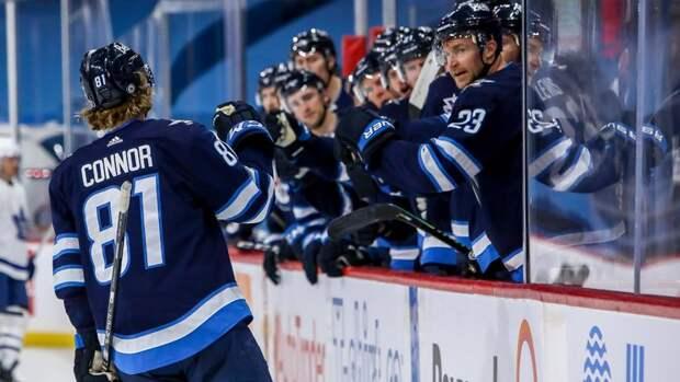 Михеев набрал 2 очка впроигранном матче «Торонто» с «Виннипегом»