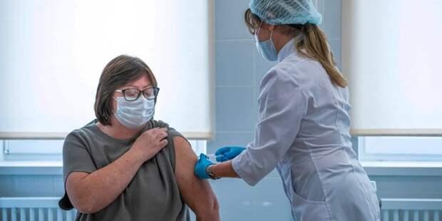 Собянин: За последний месяц прививку от COVID-19 сделали более 2 млн человек. Фото: М. Мишин mos.ru