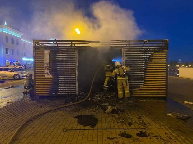 В МЧС по Удмуртии назвали предварительную причину возгорания пункта проката на набережной Ижевска