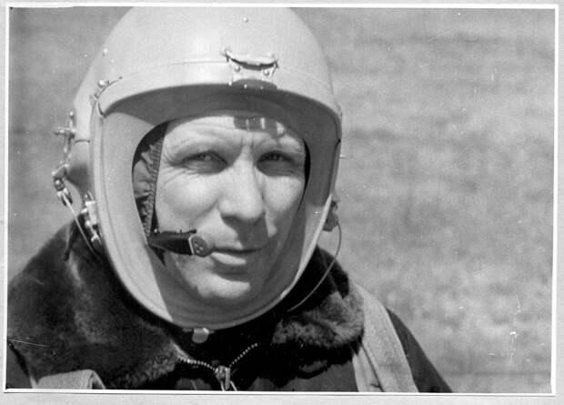 Парашютист-рекордсмен Пётр Долгов действительно погиб, но в космос не летал