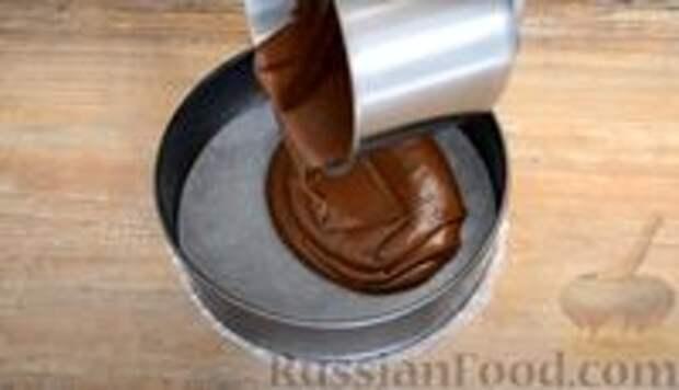Фото приготовления рецепта: Шоколадный пирог-ватрушка с творожной начинкой - шаг №6