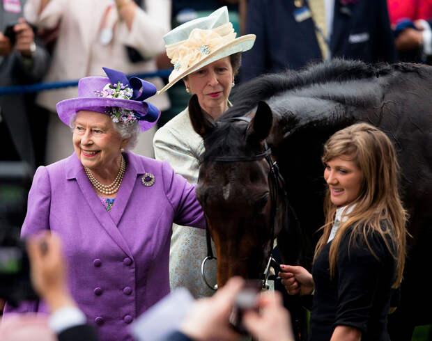 Елизавета II пропустила открытие королевских скачек в Аскоте