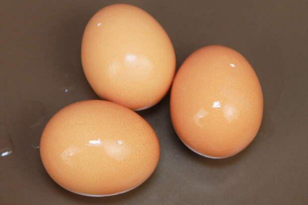Сотрудница советской столовой подсказала, как варить яйца, чтобы они чистились за несколько секунд без холодной воды