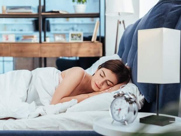 Мясников развеял популярный миф о сне на левом боку