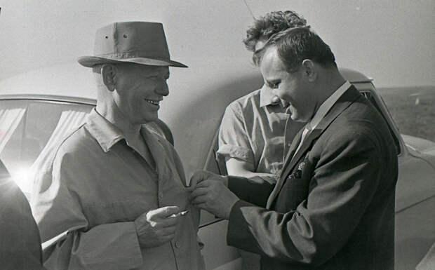 Юрий Гагарин и Михаил Шолохов, 1967 год