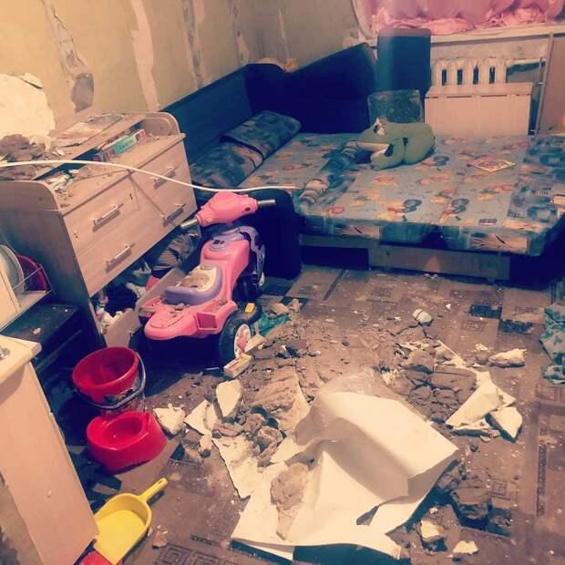 Потолок обрушился в одной из квартир района Строитель в Ижевске