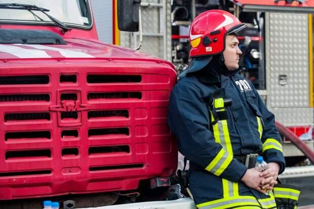 Прибывшие пожарные быстро потушили огонь /M24.ru/Игорь Иванко