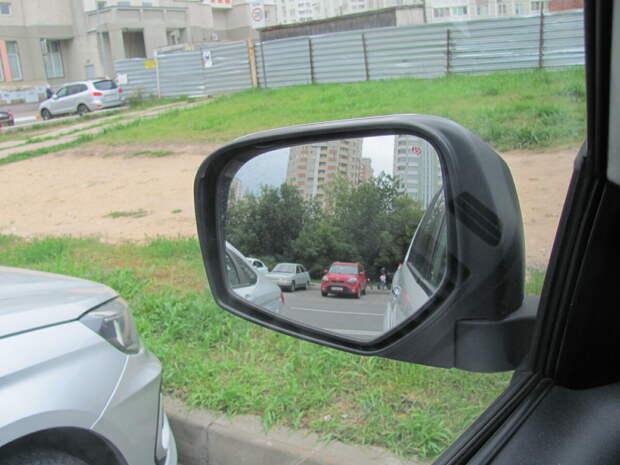 Левое боковое зеркало