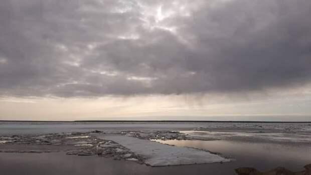 В Якутии начались подвижки льда на реке Лене у Ленска