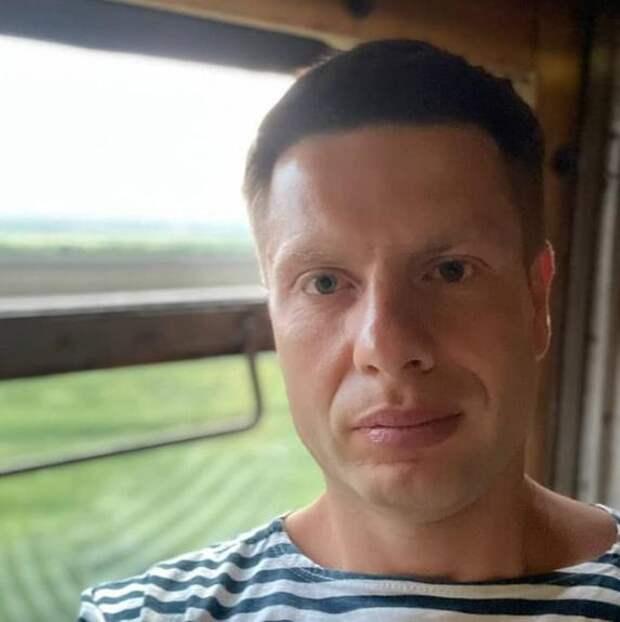 Украинский депутат Гончаренко показал снимки размещенных в Киеве плакатов с оскорблениями в адрес Москвы