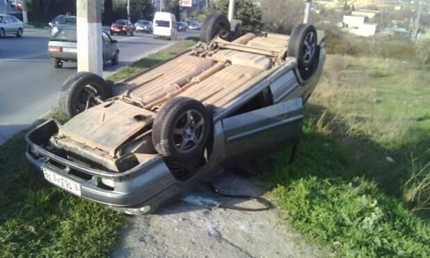 В Севастополе на студгородке перевернулась легковушка (ФОТО, ВИДЕО)