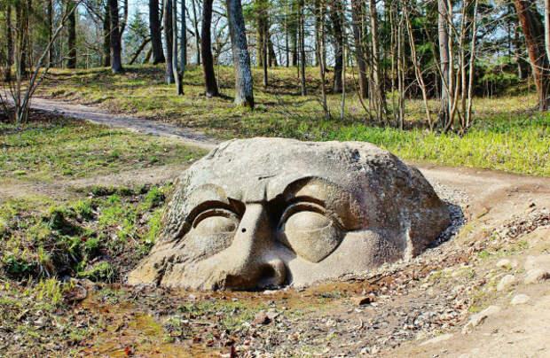 голова каменная