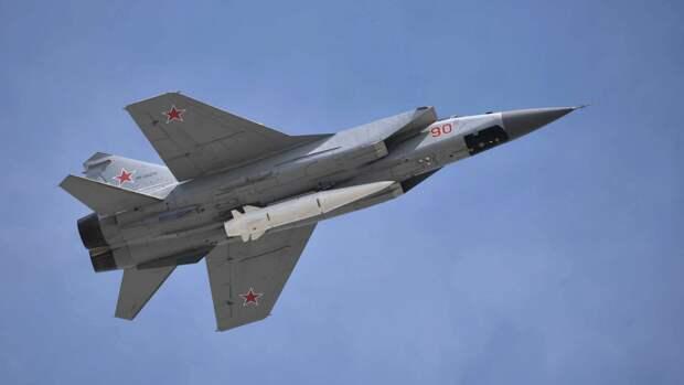 """Истребители МиГ-31 с ракетами """"Кинжал"""" уничтожили""""противника"""" в Средиземном море"""