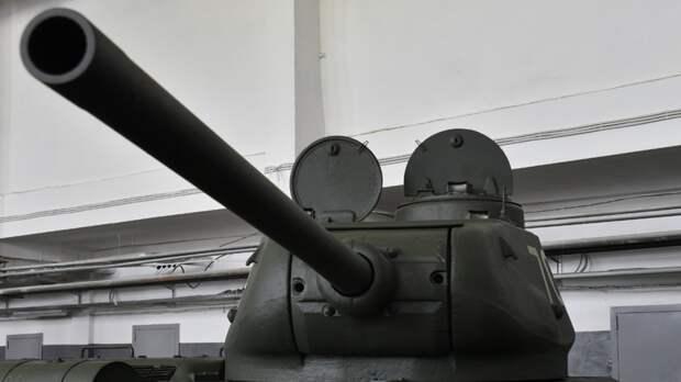 Отреставрированный танк Т-34 показали на параде жителям Новороссийска