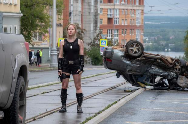 Николай Наумов спасает Зою Бербер от зомби-вируса