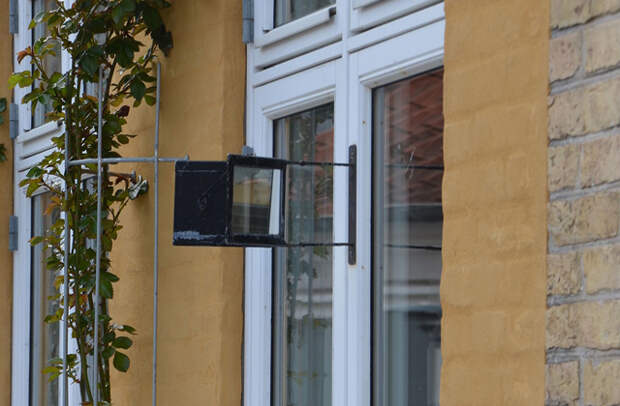 Зачем шведам зеркала за окнами