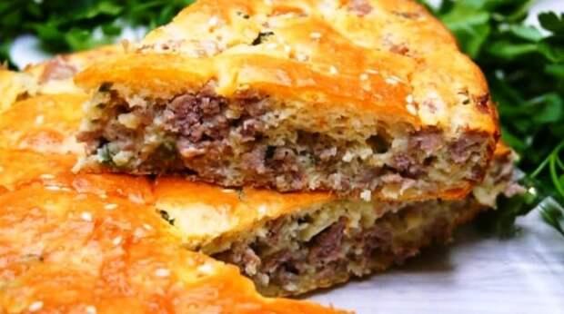 Простейший заливной пирог с мясом. С начинкой из зеленого лука и мяса