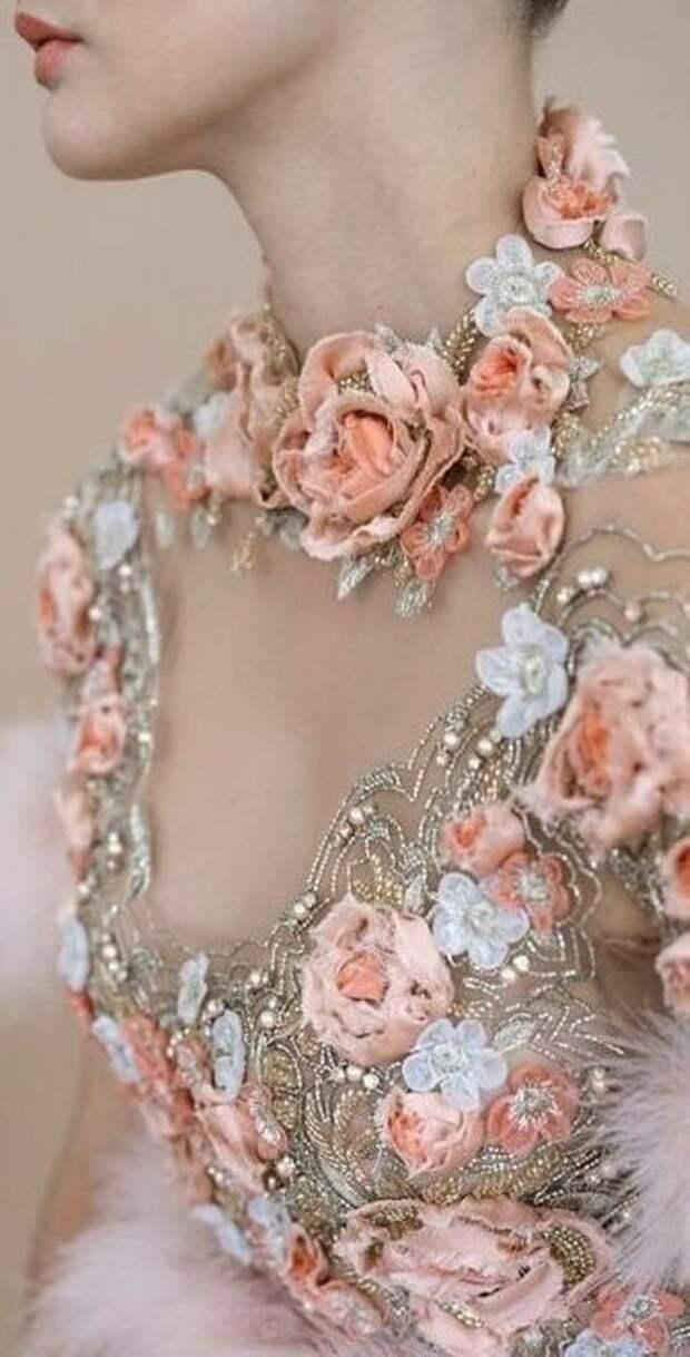 Цветы из ткани в работах дизайнеров и мастеров вышивки, фото № 24